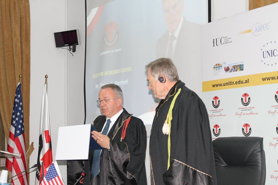 Honoris Causa Roger D Sherrard11