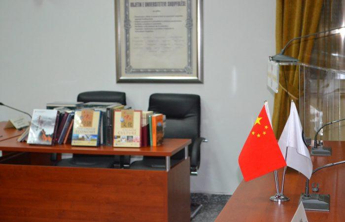 """""""Ceremonia e Dhurimit të Librave"""" për Institutin Konfuci – UT"""