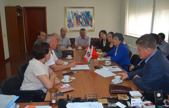 Takim me përfaqësuesit e Qendrës së Institutit Konfuci