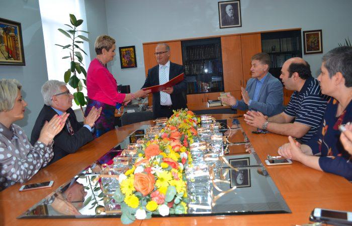 Emërimi i Dekanit të Historisë dhe Filologjisë, Prof. Dr. Valentina Duka, nga Rektori i UT, Prof. Dr. Mynyr Koni