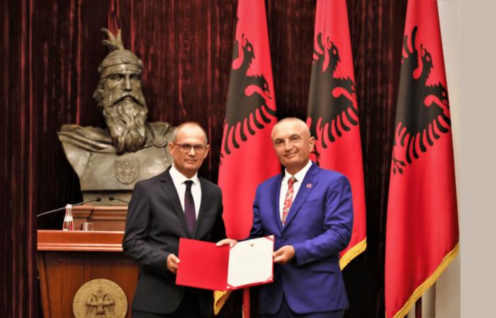 DEKRET, Për emërimin e Rektorit të Universitetit të Tiranës, Prof. Dr. Artan HOXHA