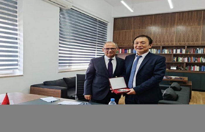 Rektori i Universitetit të Tiranës, Prof. Dr. Artan Hoxha, priti në një takim Ambasadorin e parë të Japonisë në Tiranë, SH.T.Z. ITO Makoto