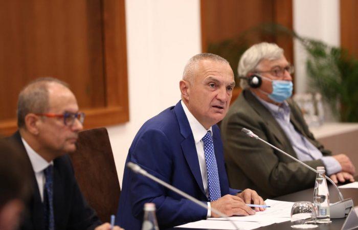 """Rektori i Universitetit të Tiranës, Prof. Dr. Artan Hoxha, mori pjesë në tryezën e rrumbullakët me temë """"E ardhmja e Vjosës, Digat vs Park Kombëtar"""""""