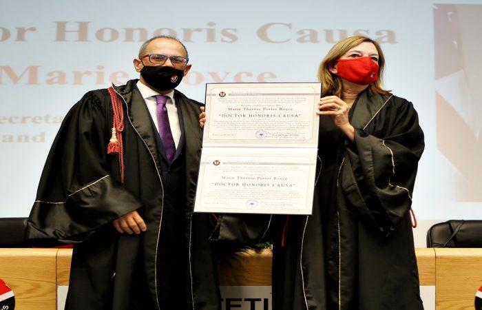 """Senati Akademik i Universitetit të Tiranës nderoi me titullin""""Doctor Honoris Causa"""", Znj. Marie Royce, Ndihmës Sekretares së Departamentit të Shtetit Amerikan për Cështjet e Arsimit dhe Kulturës."""