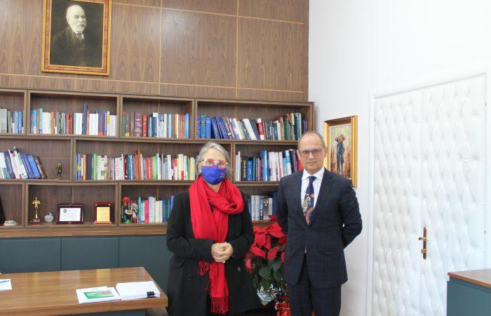 Rektori i Universitetit të Tiranës, Prof. Dr. Artan Hoxha, më datë 27.01.2021 zhvilloi një takim me Ambasadoren e Francës në Shqipëri, Sh. S. Zj. Elisabeth Barsacq.