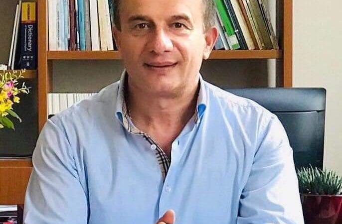 Me hidhërim të thellë mësuam lajmin tronditës të ndarjes nga jeta të kolegut, mikut tonë të dashur, babait të dy fëmijëve, Prof.Dr. Artur Sula, Dekan i Fakultetit të Gjuhëve të Huaja të Universitetit të Tiranës.